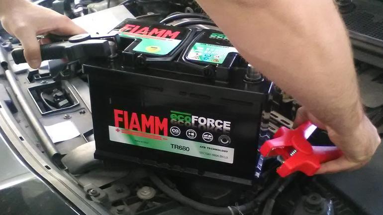 Jak odczytać parametry na etykiecie akumulatora?