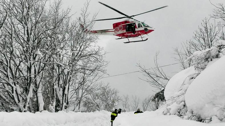 Akcja ratunkowa w zasypanym przez lawinę hotelu