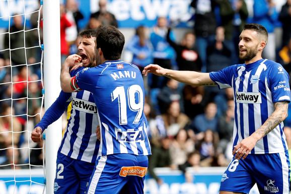 Radost fudbalera Alavesa nakon vodećeg pogotka