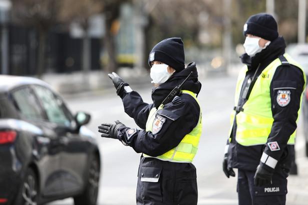 Zakażenie koronawirusem od 4 marca, kiedy poinformowano o pierwszym przypadku, potwierdzono dotąd u 2420 osób, 36 z nich zmarło.