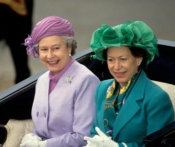 Princeza Margaret u društvu kraljice Elizabete