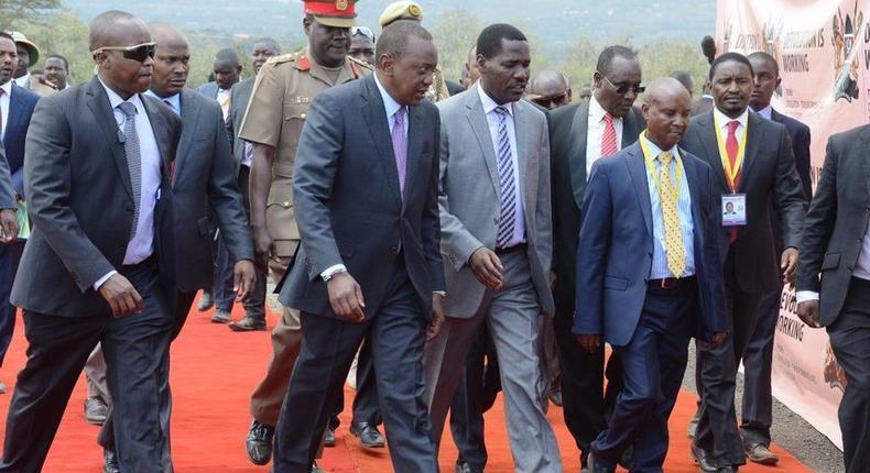 President Uhuru Kenyatta, accompanied by Governors Peter Munya, Kinuthia Mbugua and Devolution CS Mwangi Kiunjuri in Naivasha.