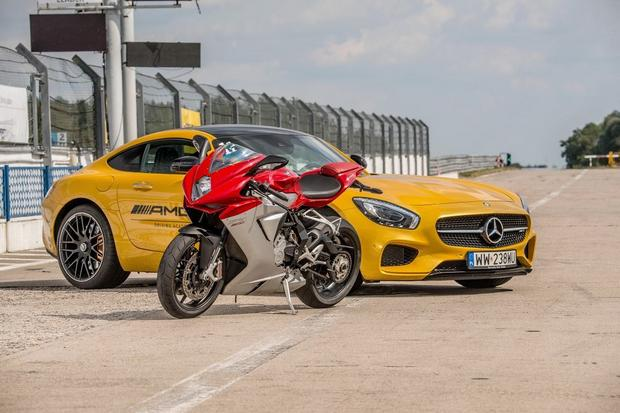 MV Agusta F3 800 vs Mercedes-Benz AMG GT S