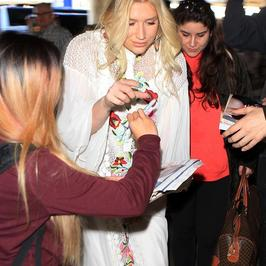 Kesha powiększyła usta?