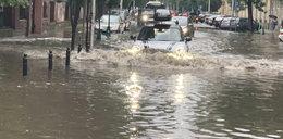 Ulice Warszawy kompletnie zalane! Szokujące obrazki na nagraniu z Powiśla