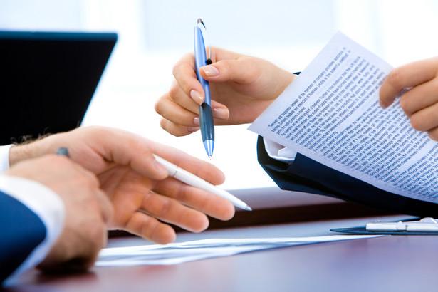 Dopóki nie otrzymamy finalnej wersji umowy kredytowej zgodnie z obowiązującą Ustawą o kredycie konsumenckim mamy przywilej zapoznania się z wszystkimi warunkami obowiązującymi na dzień zawarcia umowy.