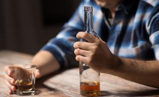 Bruksela chce otrzeźwić Unię. Na butelkach z alkoholem mają pojawić się ostrzeżenia