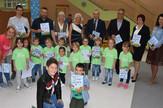 Mališani dobili stihovnicu - bojanku ''Za bezbedno detinjstvo''