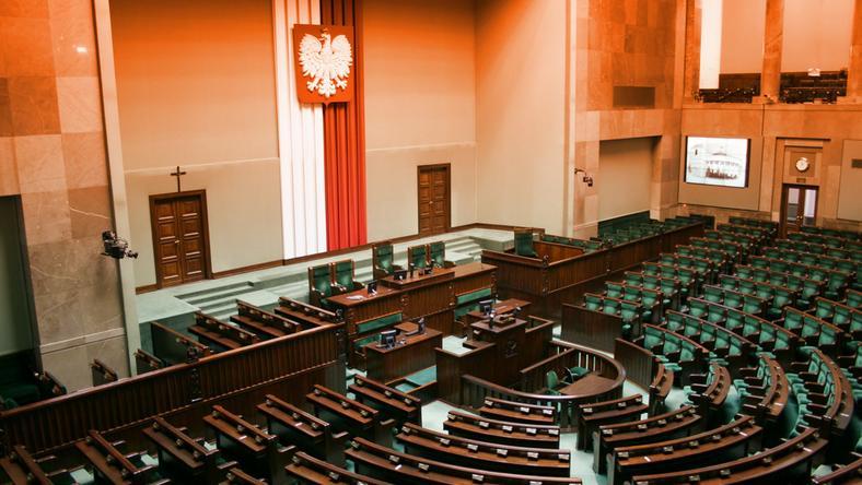 Większość klubów parlamentarnych za projektem ws. egzekwowania alimentów