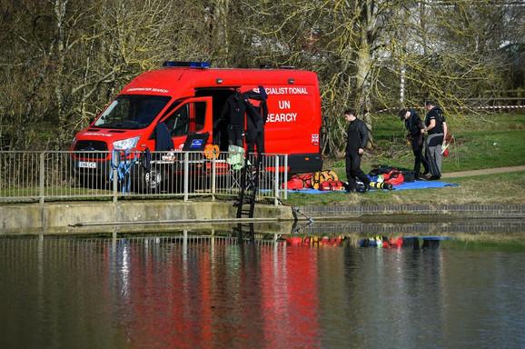 Policija je pretražila obližnje jezero ali ni traga od Lee Kroučer