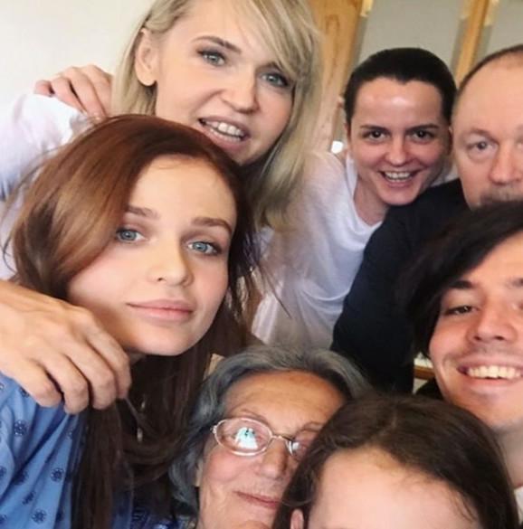 Anica Dobra sa porodicom