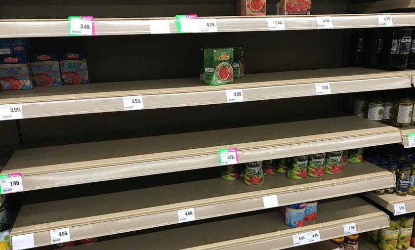 Puste półki  pod koniec zeszłego tygodnia straszyły klientów w większości polskich sklepów