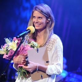 Julia Pietrucha odebrała nagrodę muzyczną... na bosaka. Jak wyglądała?