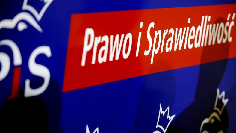 PiS zbiera podpisy pod wnioskiem o referendum