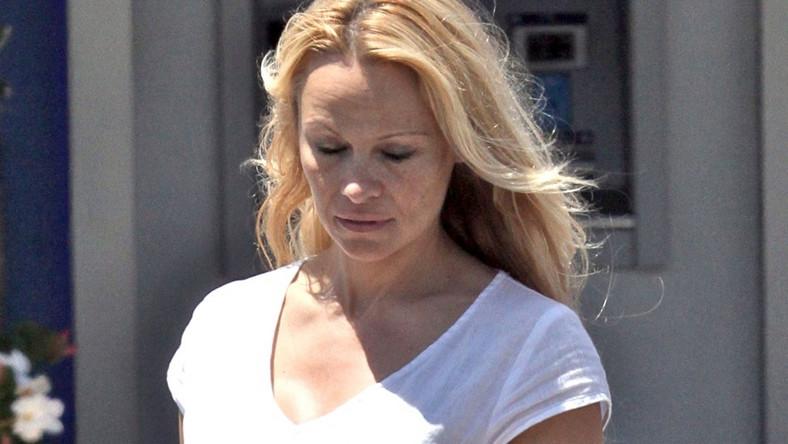 Pamela Anderson bez makijażu wygląda bardzo przeciętnie.