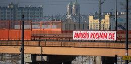 Miłość na wiadukcie kolejowym w Łodzi: – Kocham Cię Aniusiu
