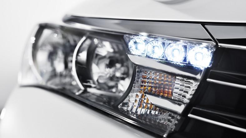 Toyota pęka z dumy z powodu legendarnej już corolli! Japończycy podkreślają, że sprzedali najwięcej sztuk jednego modelu w historii motoryzacji - w tym roku liczba przekroczy 40 milionów na świecie. To samochód produkowany od 47 lat, sprzedawany w 143 krajach, a produkowany w 16. Teraz przyszedł czas na najnowszą generację toyoty corolli…