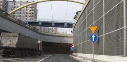 Kto usunie znaki z tunelu