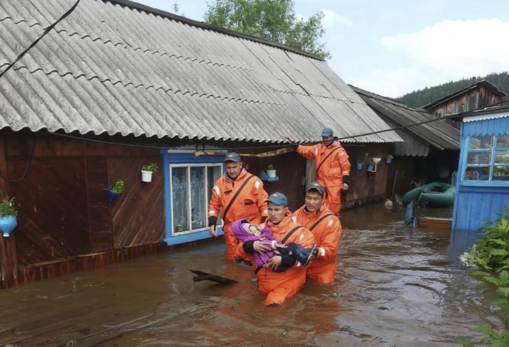 Rusija poplave EPA RUSSIAN EMERGENCIES MINISTRY IRK