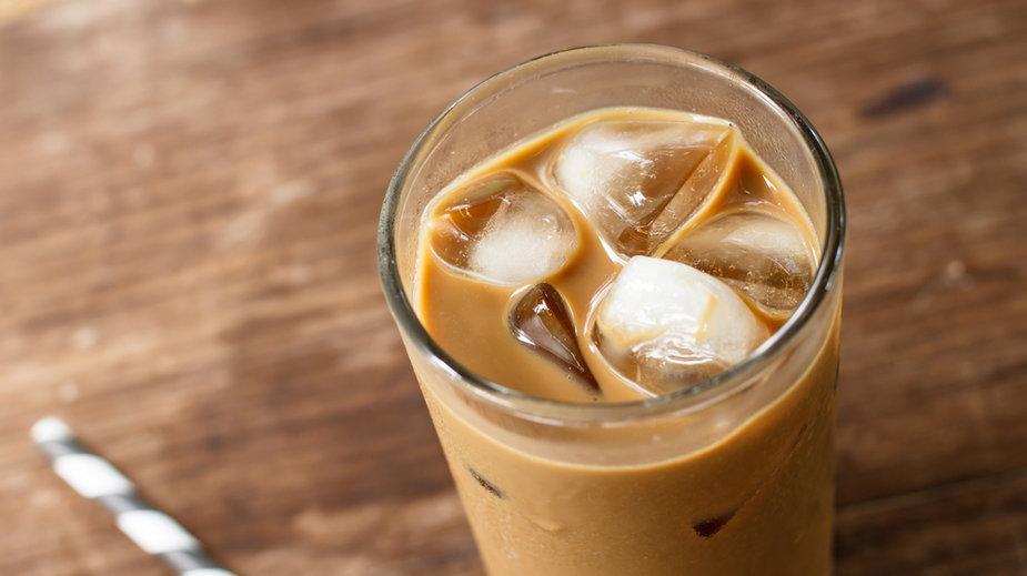 Jak zrobić kawę mrożoną w domu? Trzy najlepsze przepisy