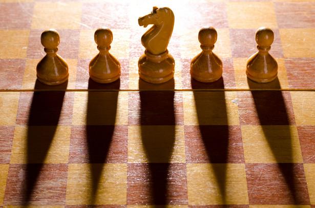Edukacja razem z ideologią i władzą stanowią triadę definiowaną jako klucz do zarządzania społeczeństwem.