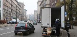 Dostawczaki blokują warszawskie ulice