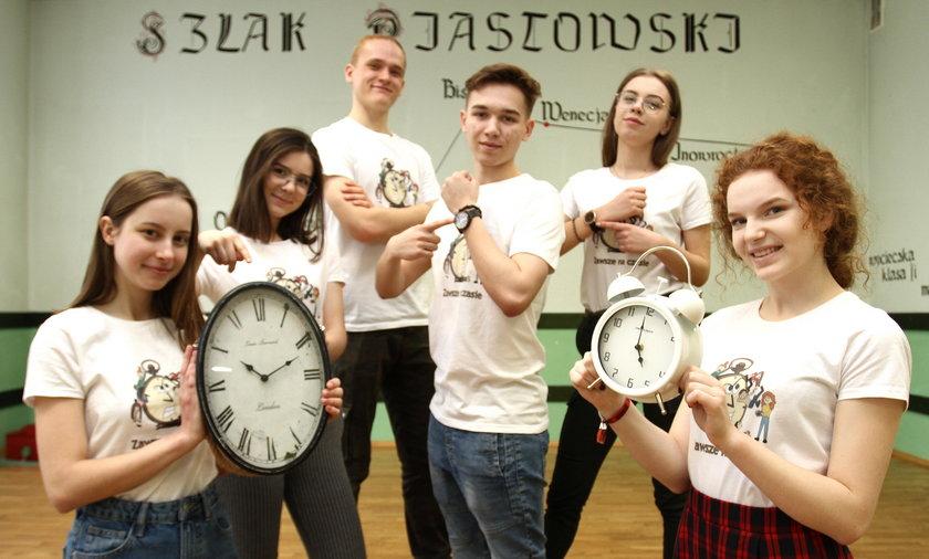 """Rzeszowscy licealiści założyli grupę """"Zawsze na Czasie"""" i zajęli się problemem czasu marnowanego przez swoich rówieśników"""