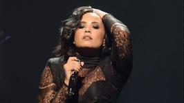Demi Lovato śpiewa utwór Adele