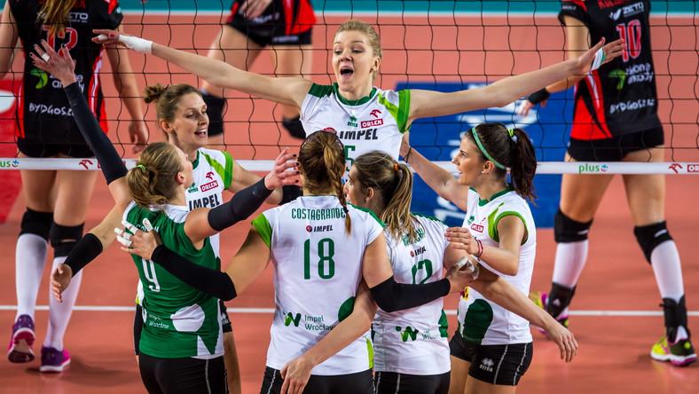 Zawodniczki Impelu Wrocław cieszą się z punktu podczas meczu Orlen Ligi siatkarek z KS Pałac Bydgoszcz
