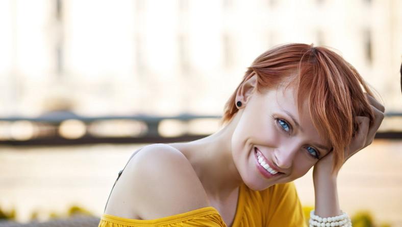 Uśmiechnięta kobieta. Uśmiech