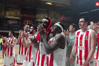 PALA JE I UNIKAHA Ovako su navijači Zvezde proslavili sa ljubimcima veliku evroligašku pobedu /VIDEO/