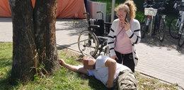 Skandal! Pacjent wił się z bólu na trawniku przed SOR-em, bo nie chcieli go przyjąć