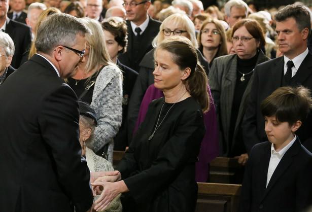 Bronisław Komorowski przekazuje kondolencje Monice Jaruzelskiej, córce generała PAP/Paweł Supernak