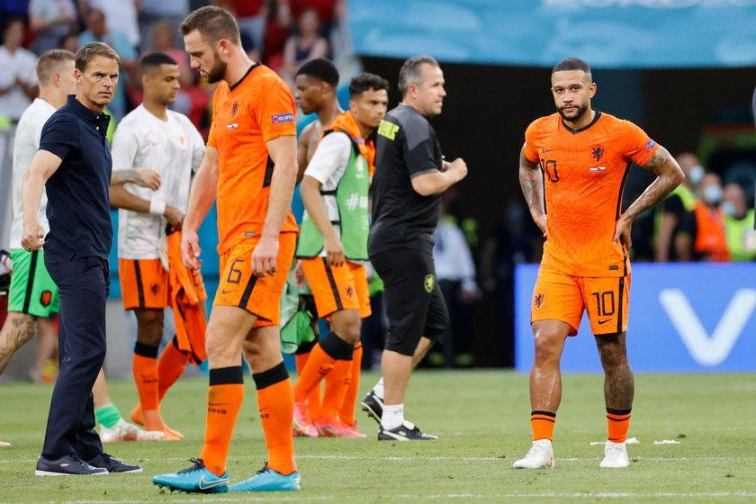 Nieoczekiwanie jednak odpadli już w 1/8 finału, przegrawszy 0:2 z Czechami.