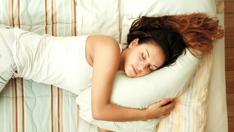 Co się dzieje z urodą, gdy za mało śpimy?