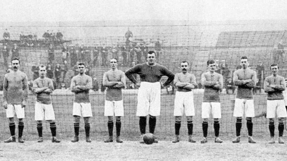 William Foulke (w środku)