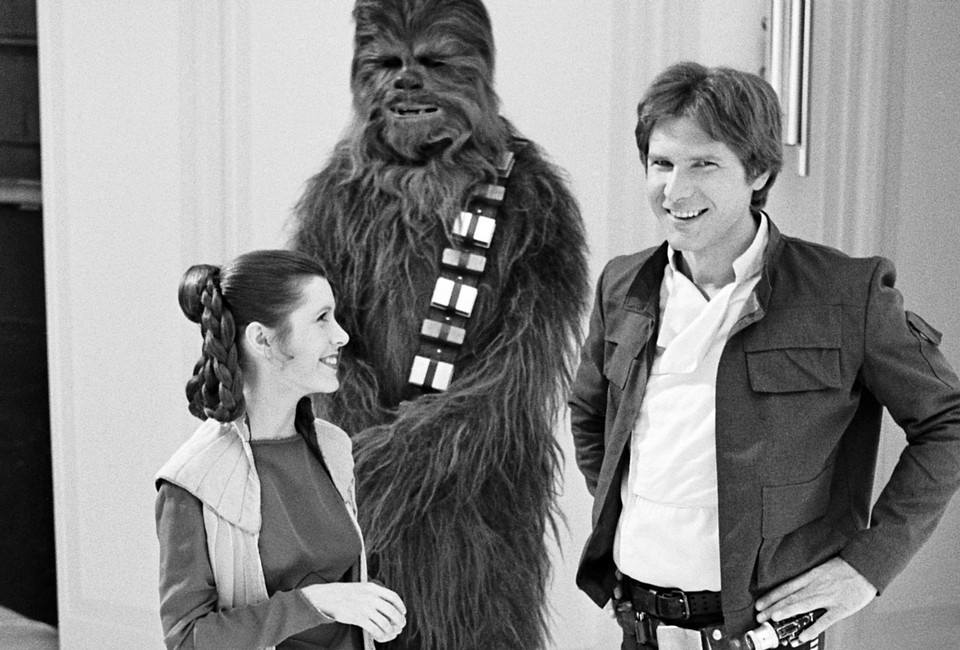Harrison Ford, Carrie Fisher i Peter Mayhew w 1980 roku