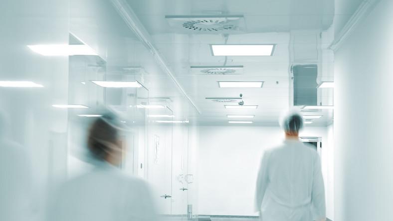 Zamiast pomocy dla szpitali - długi i prywatyzacja