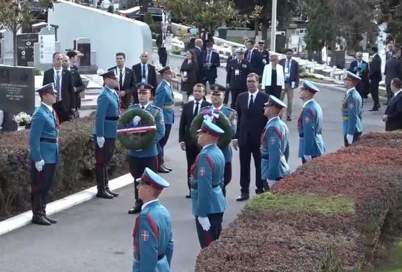 Vučić i Makron odaju počast braniocima Beograda