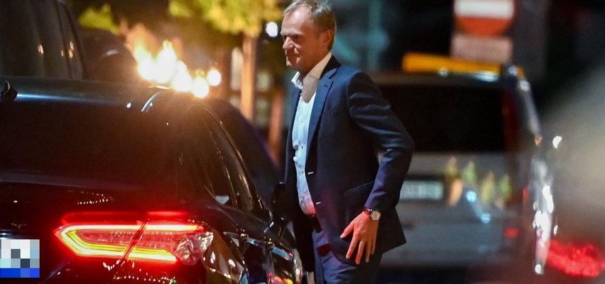 Tak podstawiają Tuskowi limuzyny i oddają mu władzę. Znamy warunki rozejmu, który nowy szef PO zawarł z Trzaskowskim