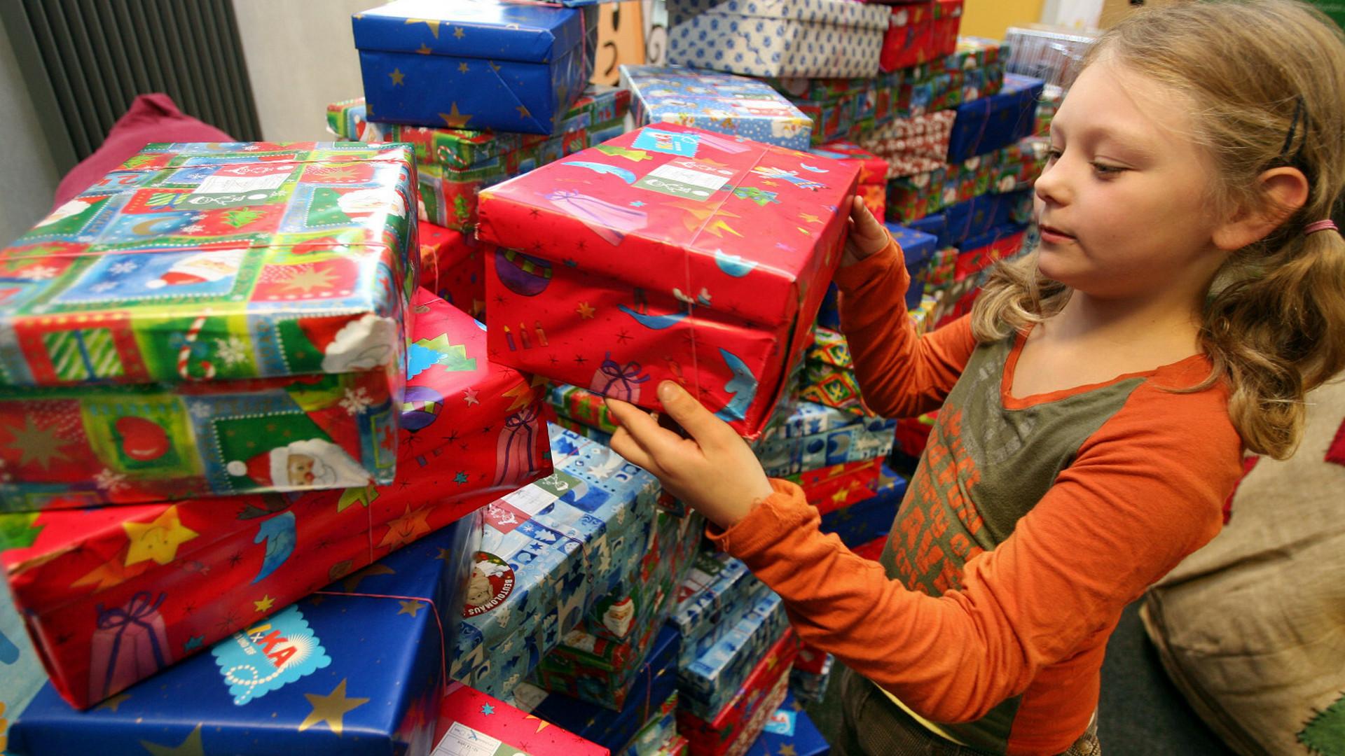 Abgabestellen Weihnachten Im Schuhkarton.So Einfach Könnt Ihr Kindern An Weihnachten Mit Einem Schuhkarton