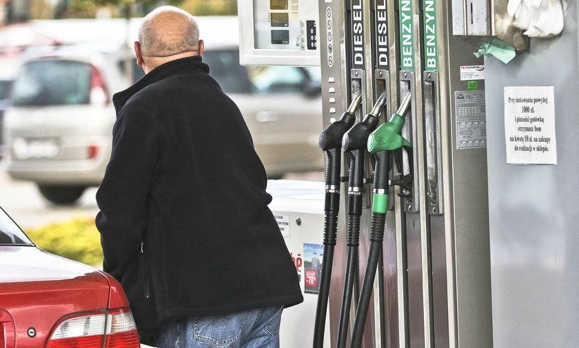 Tak tanio na stacjach paliw w Polsce nie było od lat