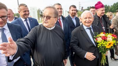 Czym zajmuje się MSZ po czystce przeprowadzonej przez PiS? Interesami partii i Tadeusza Rydzyka