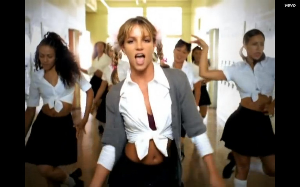 "Britney Spears na planie klipu ""Hit Me Baby One More Time"" (kadr)"
