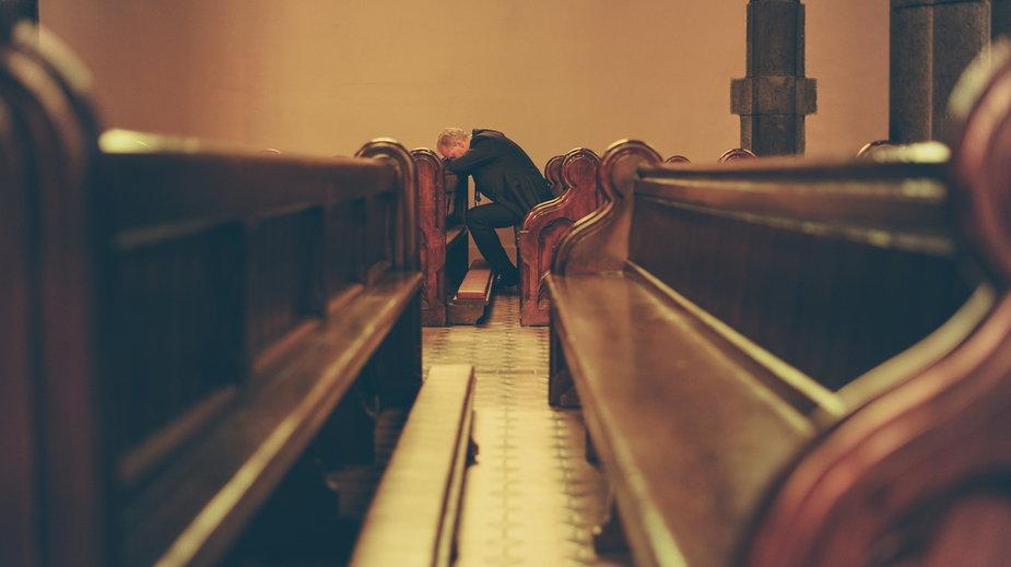 Kościół w Polsce. Duży spadek wierzących i praktykujących wśród młodzieży