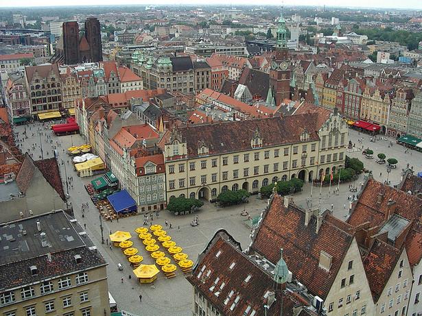 Rynek we Wrocławiu – jeden z największych rynków staromiejskich w Europie, w średniowieczu stanowił główny plac targowy w mieście. Budynki wokół wrocławskiego rynku pochodzą z najróżniejszych epok historycznych.