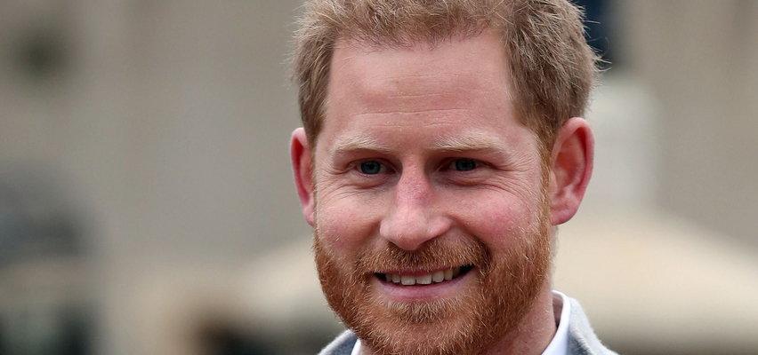 """Zaskakujące wyznanie księcia Harry'ego. Nazwał królową Elżbietę II i księcia Filipa """"najsłodszą parą świata"""""""