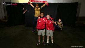 Kaskader surfuje na motocyklu; Piłkarze Arsenalu zaskoczyli fanów. Flesz sportowy nr 1075