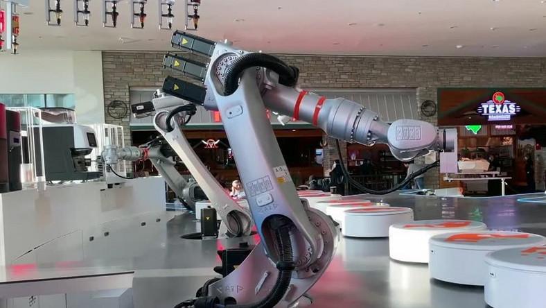 Kawiarnia w Dubaju prowadzona przez roboty