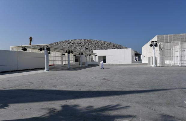 Luwr na sztucznej wyspie u wybrzeża Abu Zabi
